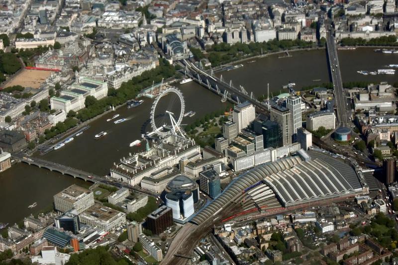 Westminster Bridge (left), London Eye, Waterloo Bridge (right) and Charing Cross and Waterloo train stations, 12 May 2019 - 1027.
