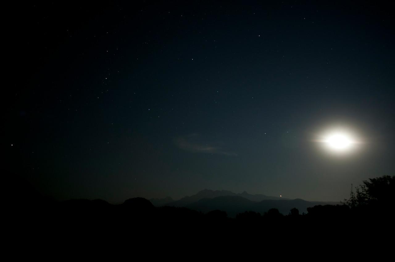 Minnekhada Park at night