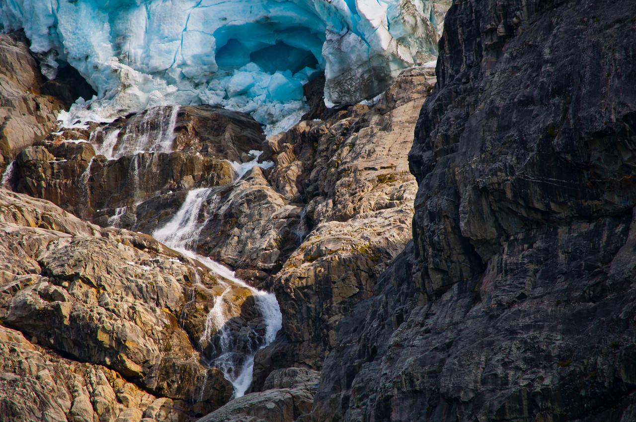 Glacier high above Joffre Lakes