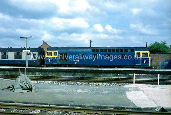 33005 25/5/84 Taunton Withdrawn 07/87 EHCut-Up 10/90 Vic Berry, Leicester