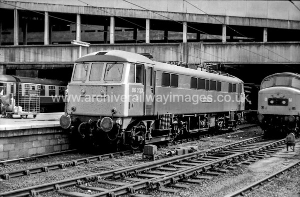 86233 Laurence Oloivier 33/8/81 Birmingham New Street Withdrawn 10/03 WN Exported 11/12 Bulgaria
