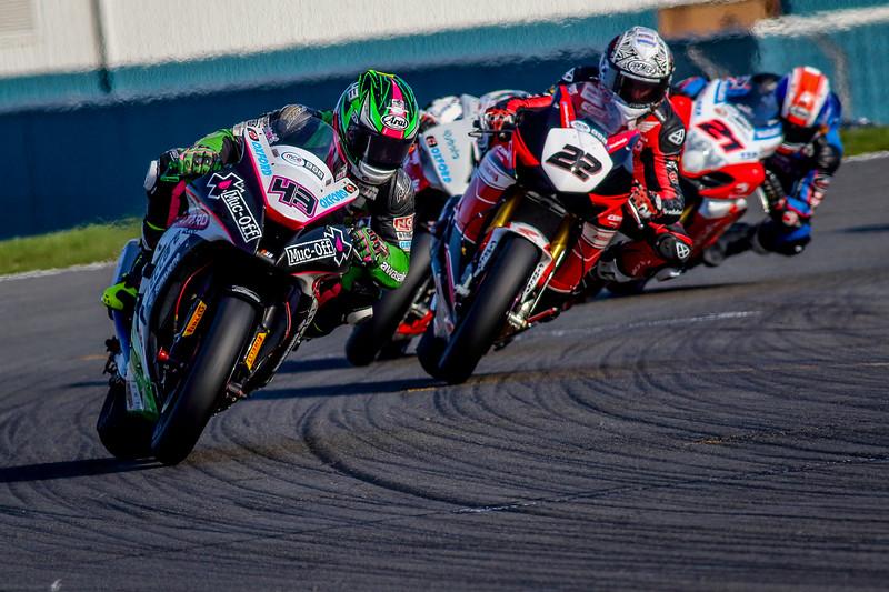 IMAGE: http://www.freezeframe-photography.co.uk/British-Superbikes-2015/Round-1-Donington-Park/i-jfL65zK/1/L/4L8A5141-L.jpg