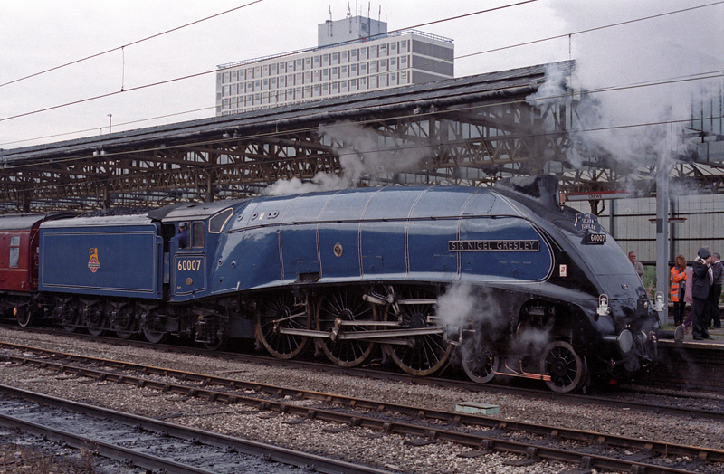 60007 Sir Nigwl Gresley, Crewe, 30 Sept 1995 2.