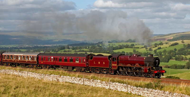 5690 Leander, 1Z22, Birkett, 9 September 2009 - 1637.  The Jubilee forges south with the final 'Fellsman' of what has been a sell-out season.