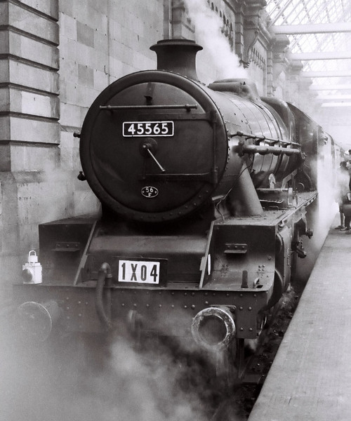 45565 Victoria, 1X04, Glasgow Central, 24 September 1966 1.  The Jubilee is seen on arrival...