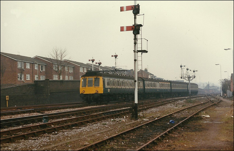 Passing an array of lower quadrant semaphore signals as it approaches High Wycombe Station, is an unidentified 4-car class 115 DMU - 26 February 1987.