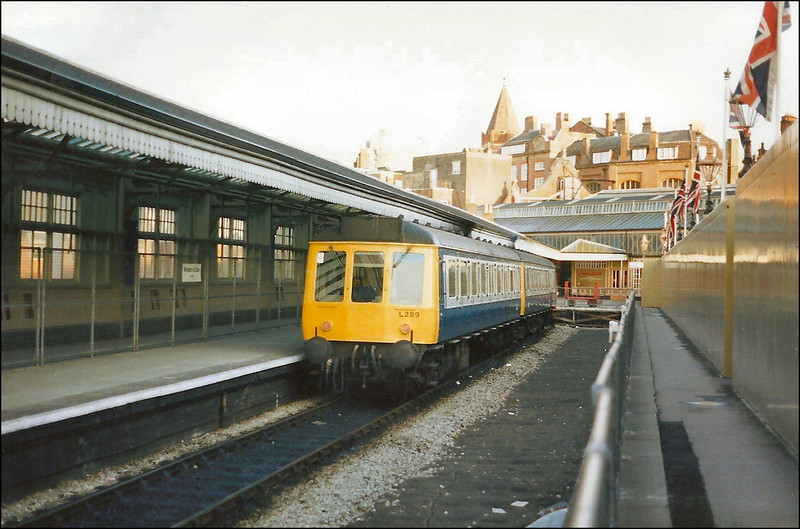 Class 121 trailer L289 (54289) heads a two car formation as they stand at Windsor & Eton Central whilst working the 1621 shuttle service to Slough - 17 February 1987.