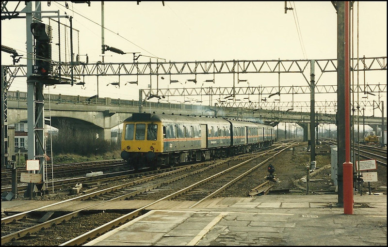 Parcels DMU unit 921 departing from Bletchley - 7 February 1987.