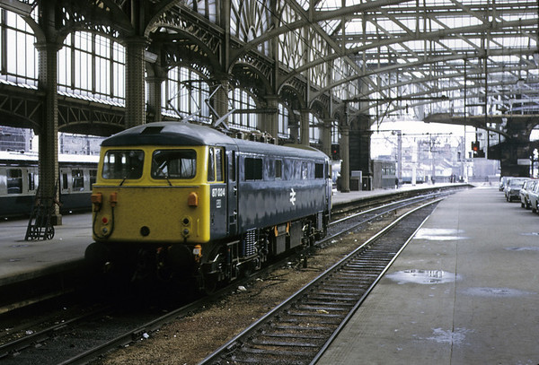 87024, Glasgow Central, 11 May 1974.    The 87, not named Lord of the Isles until 1978, backs out of the terminus in the second week of through electric working from Preston.  87024 was withdrawn in 2004 and scrapped.  Photo by Les Tindall.