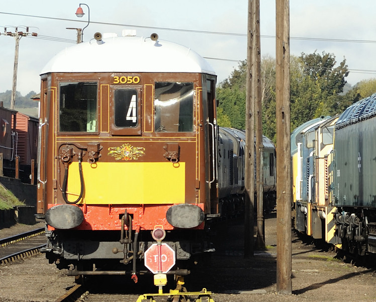 Pullman car 89 and (right) 56006, 07001 (yellow), 07013 & 37375, Barrow Hill, Sun 14 October 2012