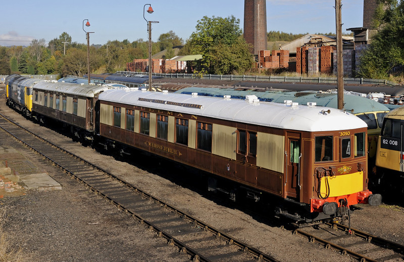 Pullman cars 279 Hazel (left) & 88 Diamond Jubilee, Barrow Hill, Sun 14 October 2012.  Both built by Metropolitan Carriage & Wagon in 1932 and npw owned by the 5-BEL project which aims to recreate the Brighton Belle.  No 88 received its Diamond Jubilee name for the 2012 celebration.  On the track behind are 37375 (left), 07013, 07001 and 56006.  The roofs of 37059 and 47791 can just be seen behind the carriages in the left distance.
