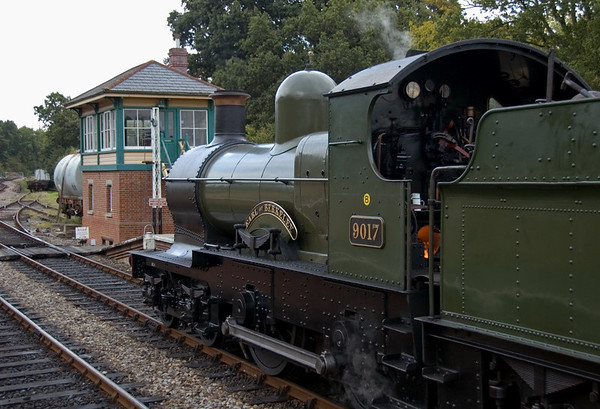 9017 Earl of Berkeley, Kingscote, 16 September 2007 1 - 1634.   The GWR 4-4-0 stands with the 1600 from Sheffield Park.
