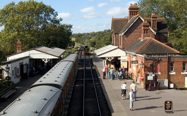 Sheffield Park Station, 16 September 2007 - 1539.   Looking north, with 9017 Earl of Berkeley running round its train.