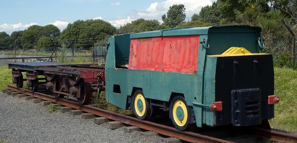 Simplex 3 foot gauge loco and wagons, Bo'ness, 15 July 2007   This diesel mechanical loco was built in 1970 by Motor Rail of Bedford, works no 110U082, for civil engineers Edmund Nuttall for use on the Mersey Loop tunnelling project.