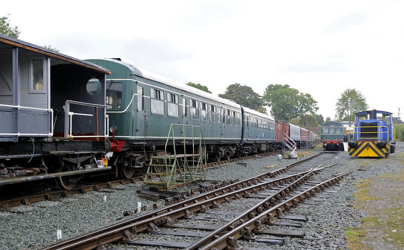 W56055 & 51205, Llynclys, Fri 26 August 2011.  Behind the camera there is a short running line towards Pant.