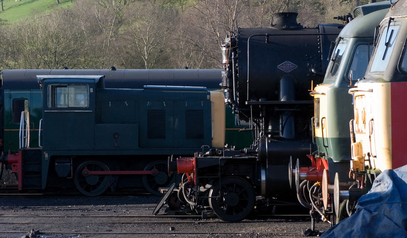 Brightside?  (Yorkshire Engine Co 0-4-0DH 2672 / 1959), US Army Transportation Corps 2-8-0  No 5197 (Lima 8856 / 1945), 47192 & 47524, Cheddleton, 14 January 2007