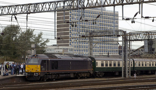 67005 Queen's Messenger, Crewe, 10 September 2005 - 1202.  The royal Skip removes the ECS off Hertfordshire Railtours' The Great Gathering which it had worked from Euston.