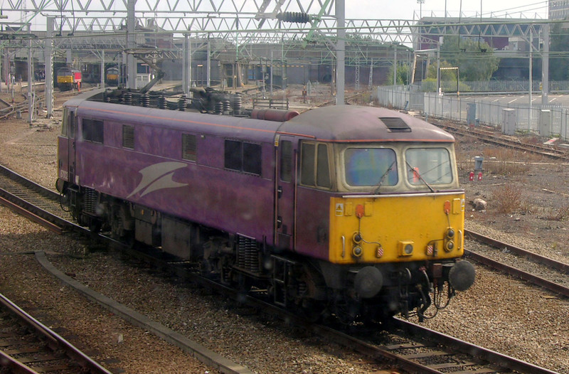 87002, Crewe, 14 August 2004 - 1558.  Seen from inside Crewe North signalbox.