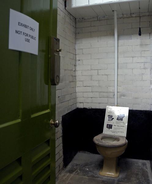 Toilets, Darlington North Road, 15 November 2009 2