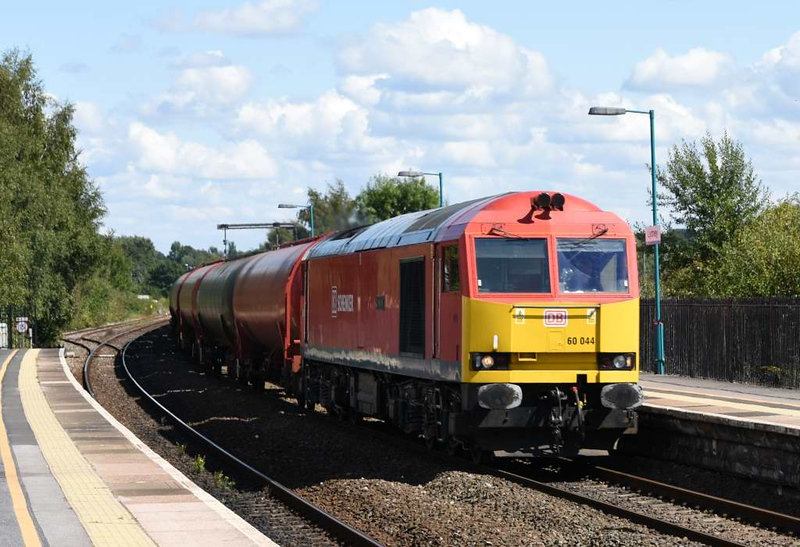 60044 Dowlow, Lydney, Fri 2 September 2017 - 1310.  DB Cargo's Westerleigh - Robeston empty tanks, diverted because of the Bristol Parkway closure.