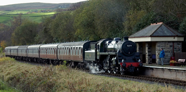 76079, Irwell Vale, 28 October 2007 1 - 1228    The 1125 Heywood - Rawtenstall, which had been worked to Bury by 45690 Leander.