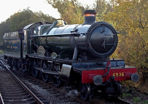 4936 Kinlet Hall, Heywood, 4 November 2007 1 - 1151   Running round its train.