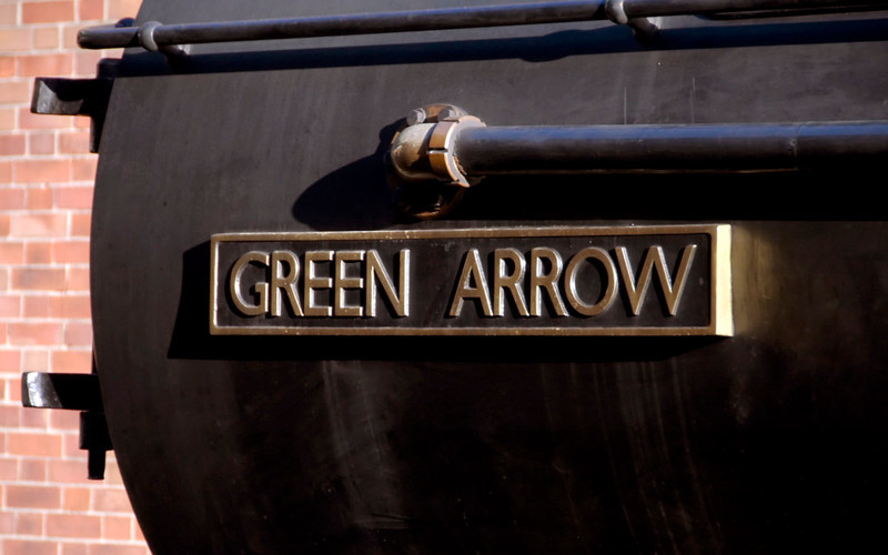 4771 Green Arrow, Bury, 28 October 2007 3    The nameplate uses the (Eric) Gill Sans Serif font standardised by the LNER.  NB the distinctive R, O and W.