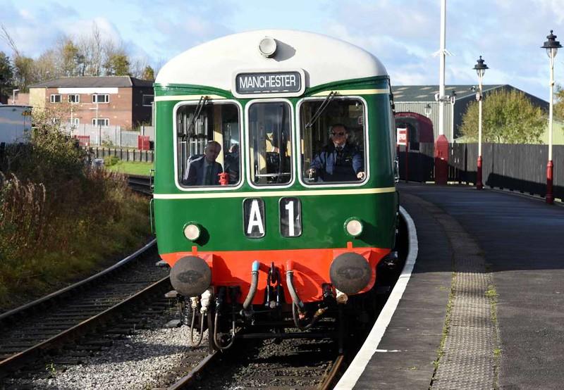 Class 109 & 104 DMUs, 2J54, Heywood, Sun 5 November 2017 - 1131.  The Wickham & Birmingham RCW DMUs arrive with the 1035 from Rawtenstall.