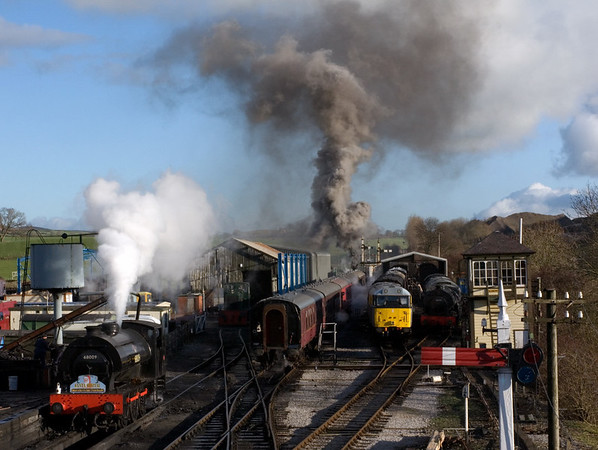Embsay, 16 December 2006  - 1240.  A view of the yard as Monckton No 1 sets off for Bolton Abbey.  Visible are '68009', 31119 and '68005' (right)..