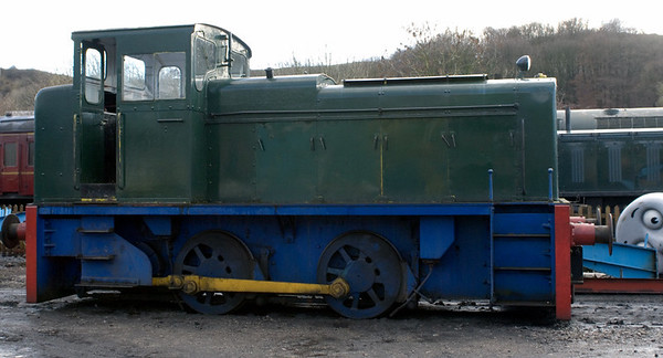 [Meaford No 1], Embsay, 16 December 2006.  Barclay 0-4-0DH 440 / 1958.