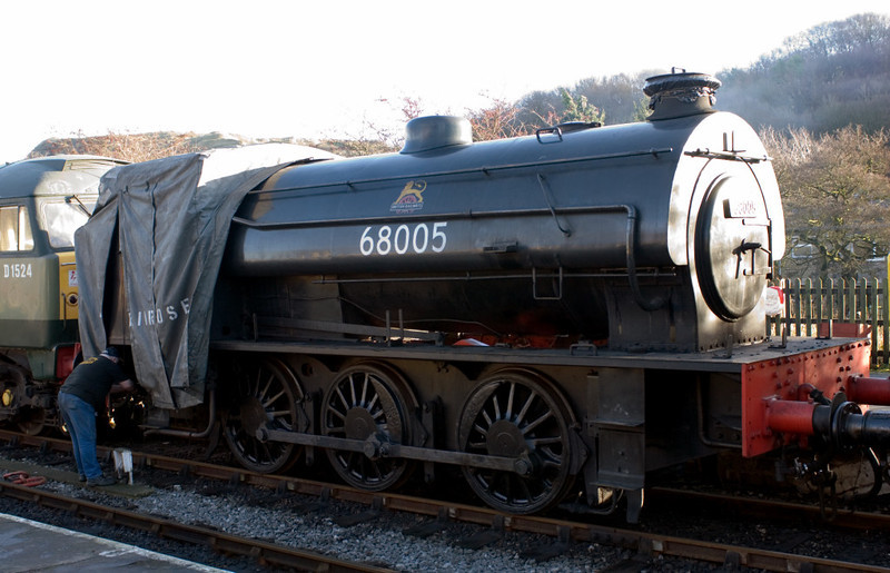 '68005', Embsay, 16 December 2006.   '68005' is an imposter having spent its life in industrial service.  Although it is another Austerity 0-6-0ST, it was not built by Hunslet but by Robert Stephenson & Hawthorn (No 7169 / 1945).