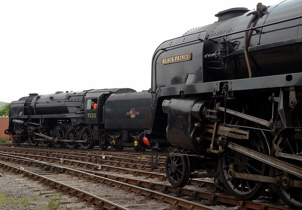 92212 & 92203 Black Prince, Toddington, 31 May 2006