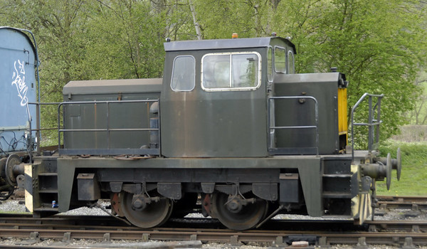 [Charlie], Rowsley South, Sun 9 May 2010    Thomas Hill 4 wheel diesel-hydraulic 265V / 1976.