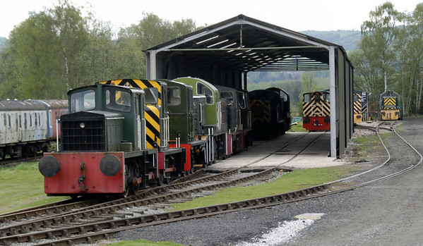 Heritage Shunters Trust new exhibition shed, Rowsley South, Sun 9 May 2010     The line of locos at left includes Bigga (nearest), D2953, 'D2000', D9500, D2199 and D2587.
