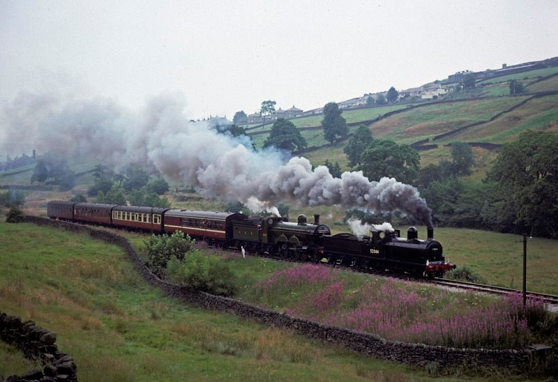 52044 & GNR 990, approaching Oxenhope, 14 August 1977.  Photo by Les Tindall.