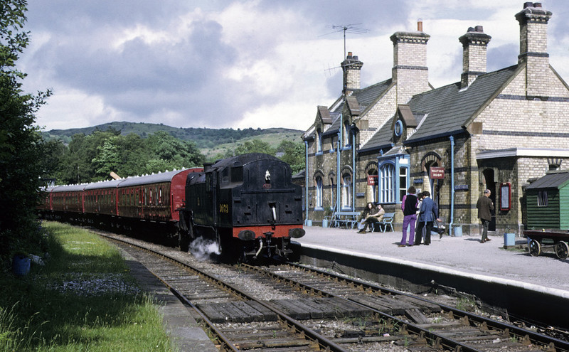 2073 arriving at Haverthwaite, 9 June 1973. Note there is no footbridge.  Photo by Les Tindall.