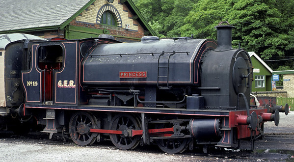 GER No 14 Princess, Haverthwaite, 11 June 1977.    Bagnall 2682 / 1942.  GER = ??  In 2012 this loco was still at the Lakeside & Haverthwaite Rly. Photo by Les Tindall.