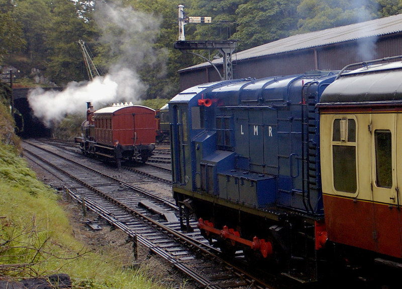 Army Department 601, Haverthwaite, Tues 23 August 2005 2.  Removing the stock from 42073's train as Furness Rly No 20 waits for the platform.