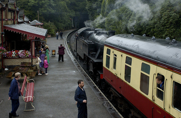42073, Haverthwaite, Tues 23 August 2005 1 - 1815.  Arriving with a train from Lakeside...