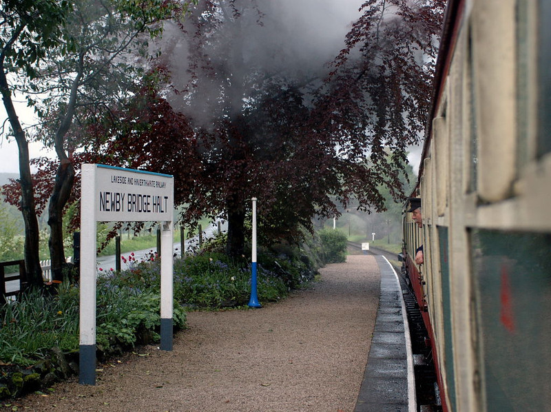 Furness Rly No 20, Newby Bridge halt, Sun 21 May 2006