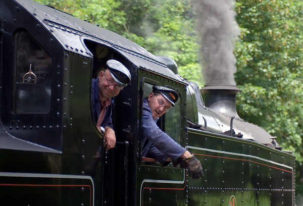 42073, Newby Bridge, 10 June 2007 - 1417 1    The crew get the right away...
