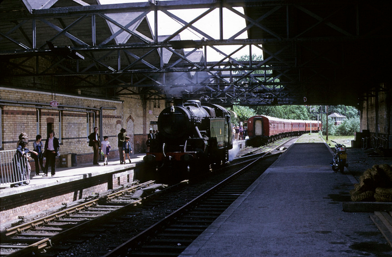 2073, running round at Lakeside, 9 June 1973.  Photo by Les Tindall.