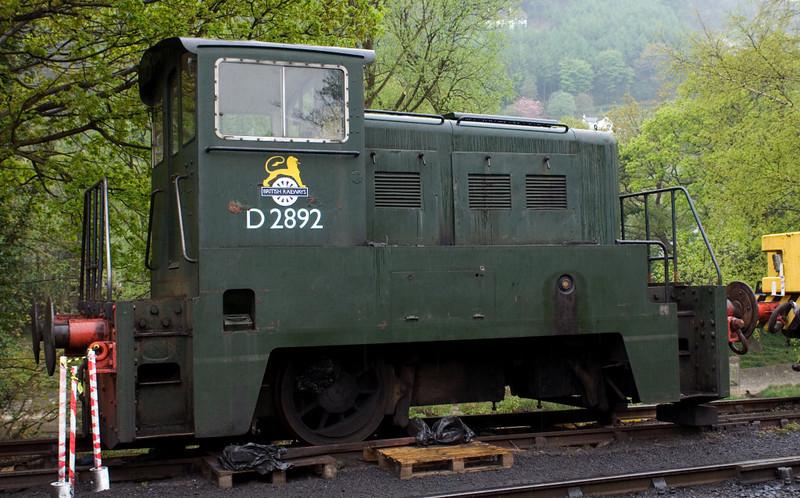 D2892, Llangollen, 22 April 2007.  Yorkshire Engine Co, 170hp DH, similar to class 02.  Number bogus, ex Pilkington.