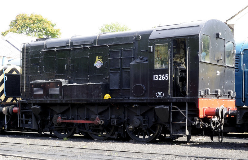 '13265', Llangollen, Sat 27 August 2011.  Actually D3265, later 08195.  08479 was also present.