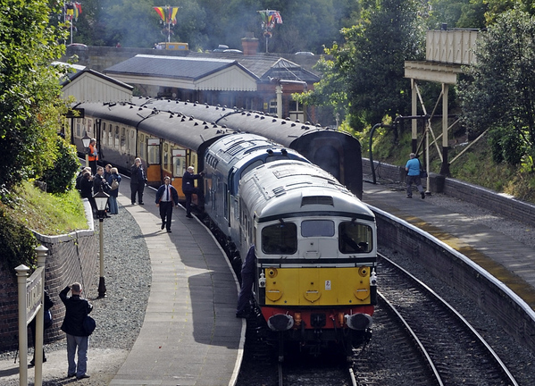 D5310 & 6940, Llangollen, Sat 27 August 2011 - 0947.  Awaiting departure with the 1000 to Carrog.