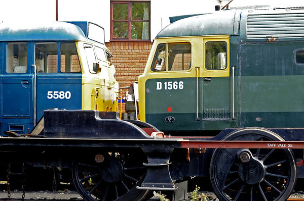 5580 (31162) & D1566 (47449) Orion, Llangollen, Sat 27 August 2011.