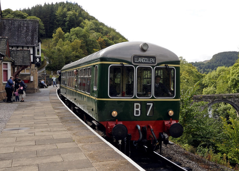 Wickham DMU, Berwyn, Sat 27 August 2011 - 1501.  The 1435 Carrog - Llangollen.