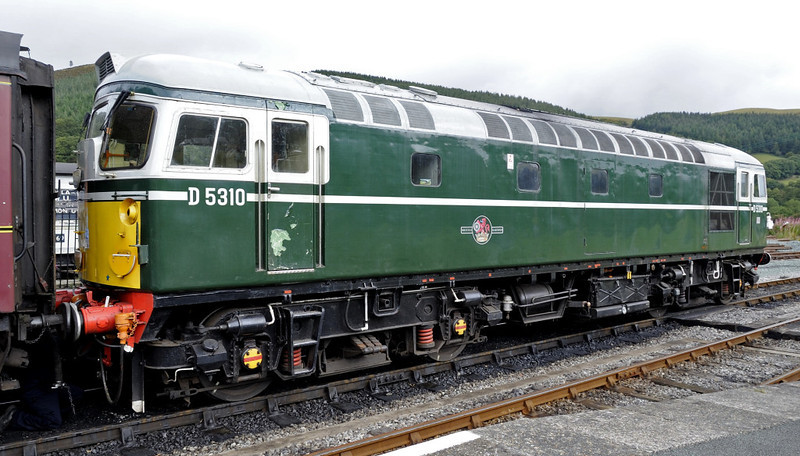 D5310 (26010), Carrog, Sat 27 August 2011 - 1154.  Awaiting departure with the 1200 to Llangollen.