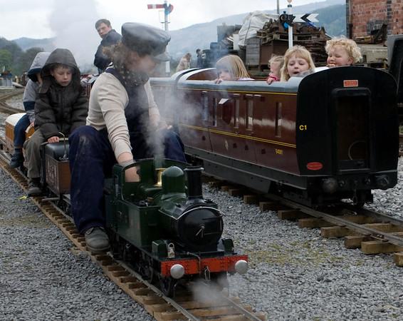 Steam gets in your eyes...Carrog, 22 April 2007 - 1437