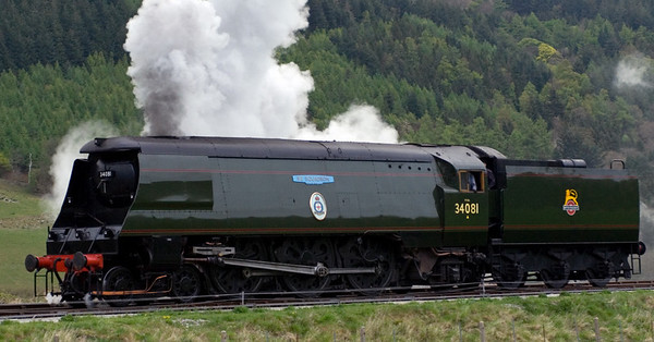 34081 92 Squadron, Carrog, 22 April 2007 - 1848.  34081 runs onto the stock of the 1835 non-stop to Llangollen, the last train of the day.